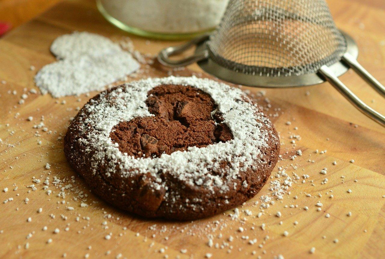 Biscuits aux raisins recouverts de chocolat